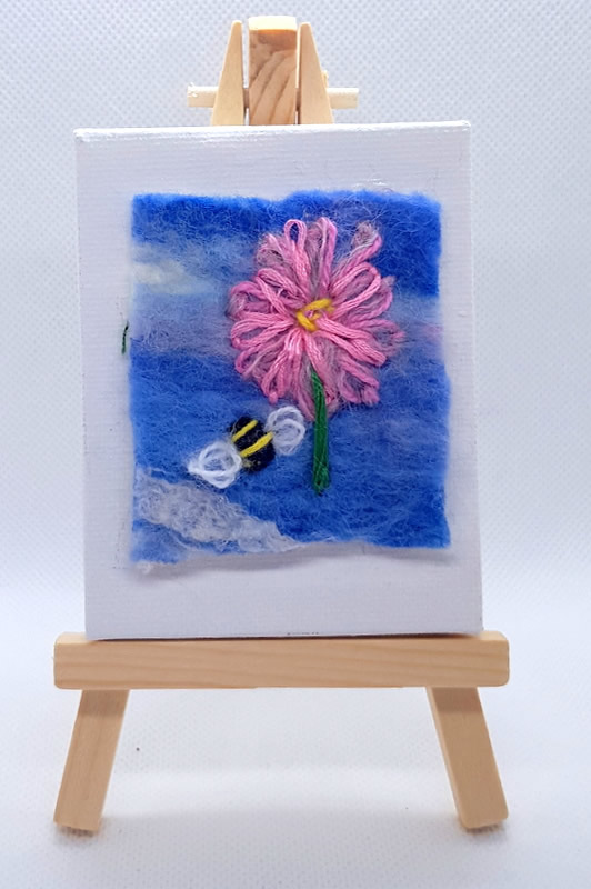 Busy Bees Mini Miniature Easel